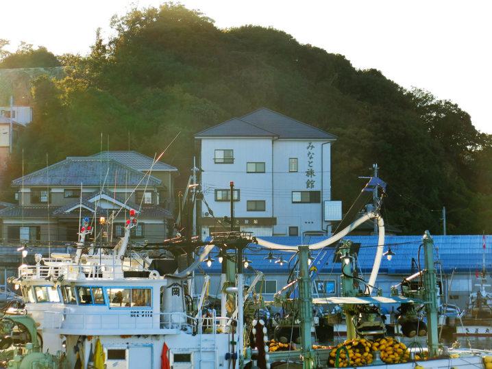 坊勢島でタチウオ釣りを始める所