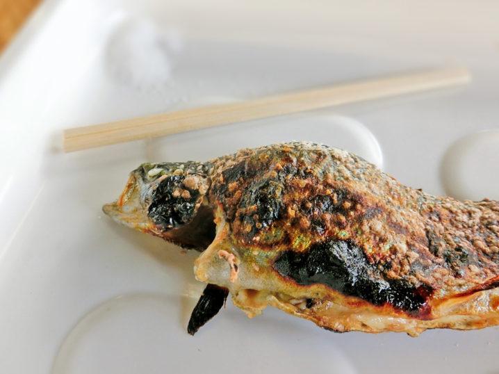 南郷水産センターのルアー・フライ釣り場のニジマス炭焼きは絶品