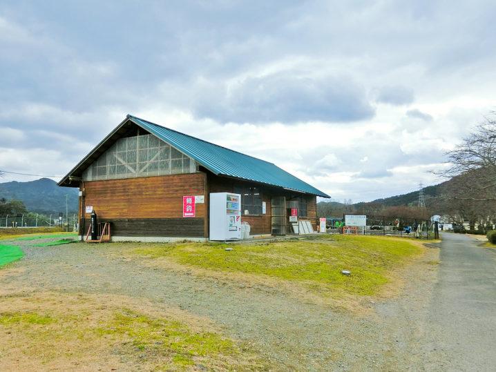 南郷水産センターのルアー・フライ釣り場が近づく