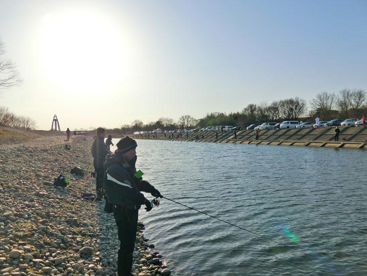 北方川釣り体験場に到着したので釣りを始める