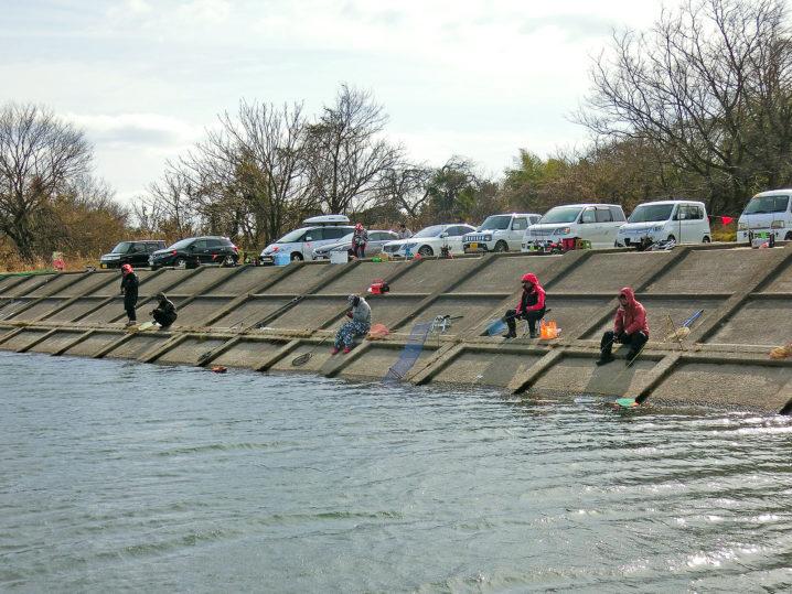 北方川釣り体験場でよく釣っている人はトレーラーを使用