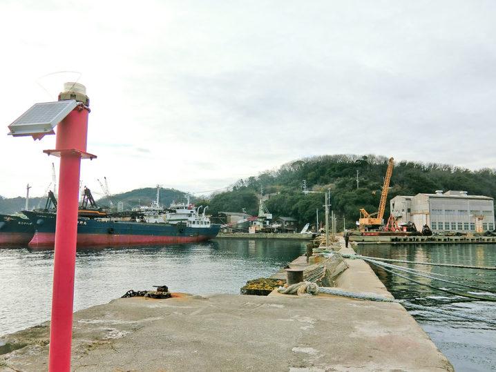 家島にある大きな防波堤に到着