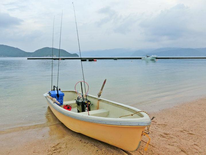 レンタルボートを漕いで二村沖防波堤を目指します