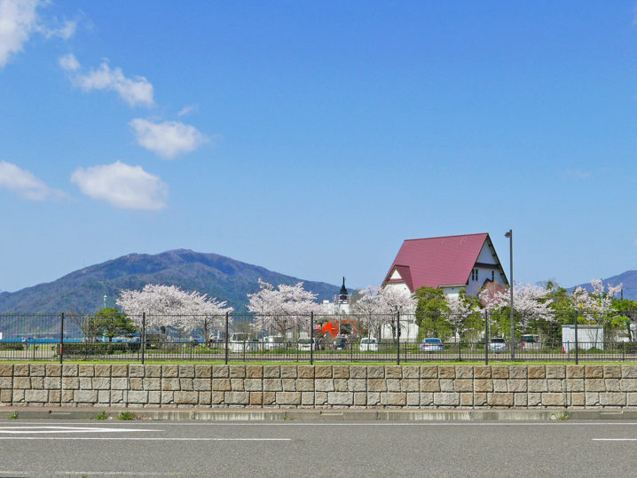 釣り終了後は敦賀赤レンガ館倉庫にある【生け簀の甲羅】で昼食