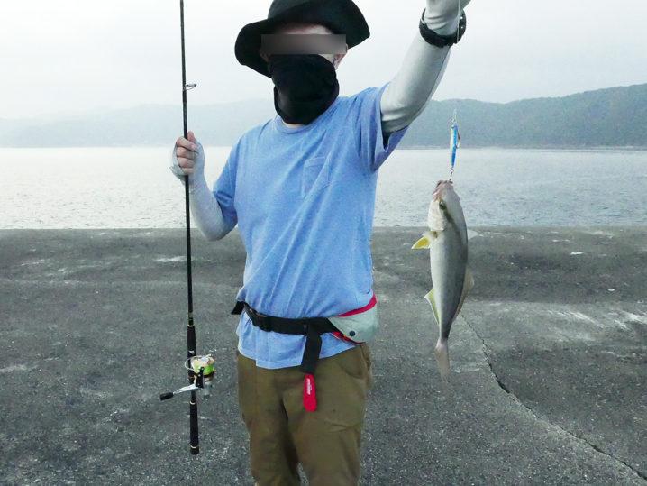 釣れ釣れさんが【シオ(カンパチの子供)】をショアジギングで釣り上げる!