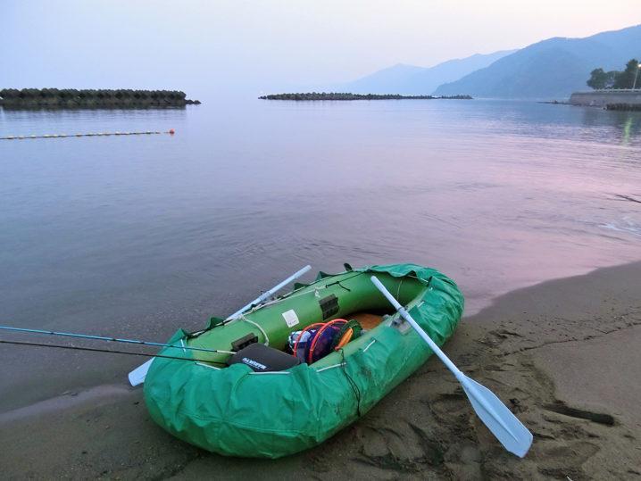 午前5時前に福井県敦賀にあるポイントの沖テトラへ出発