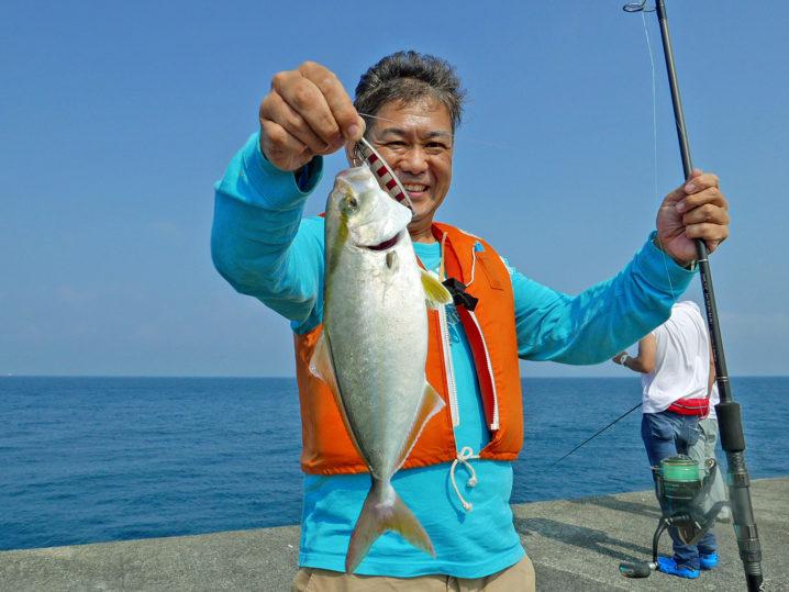 ここでメンバーの一人がシオを釣り上げる!
