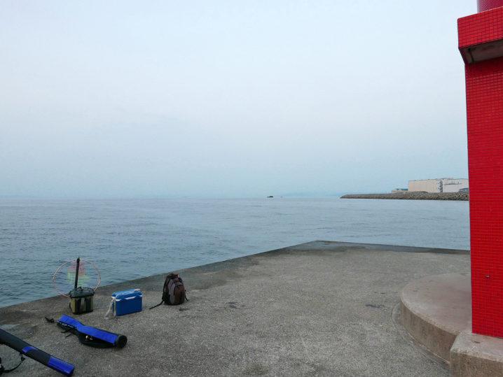 和田防波堤の西側(赤灯台)に到着
