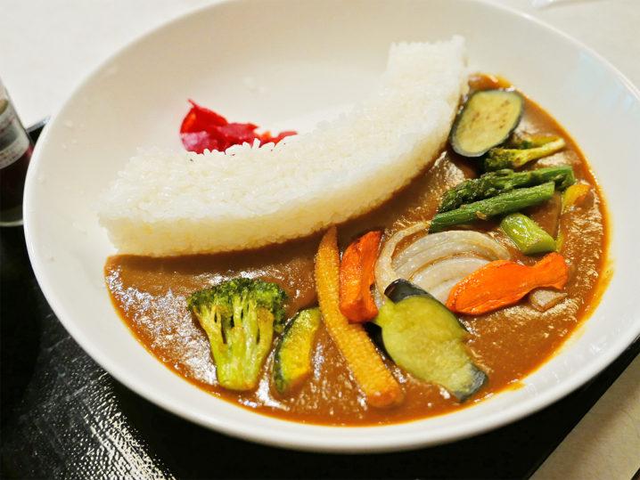 きなり館レストランにある【野菜ののった池原ダムカレー】が面白いです