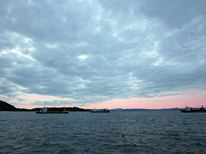 夕マヅメからタチウオ釣り開始!