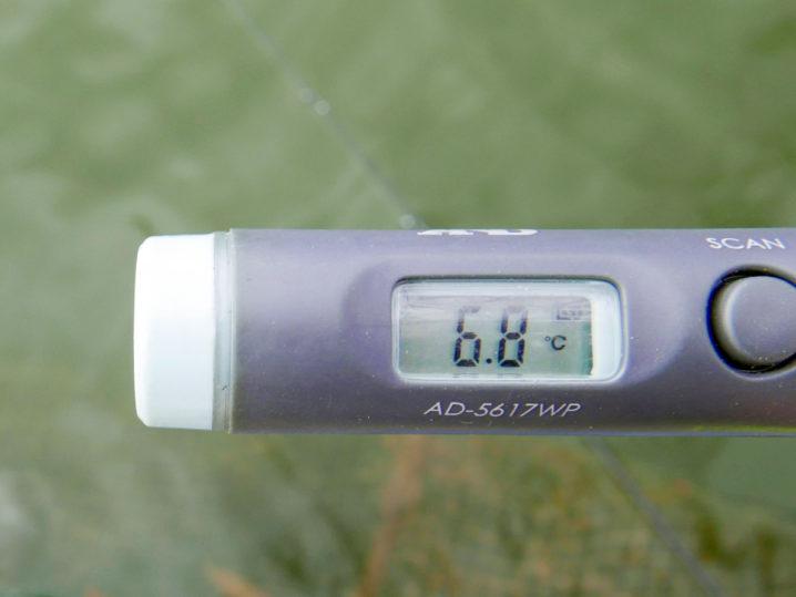 水温は約6.8度