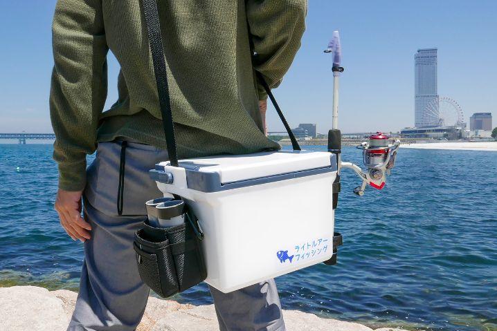 底フタなしのロッドホルダーはクーラーをベルトにかけて移動する時にも使えて便利2