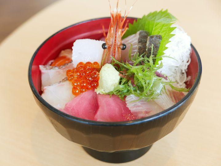 釣行後は【道の駅 うみんぴあ大飯】で海鮮丼2