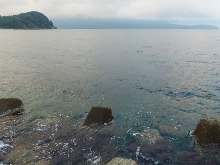 福井県敦賀にある沖テトラでアコウ釣り開始