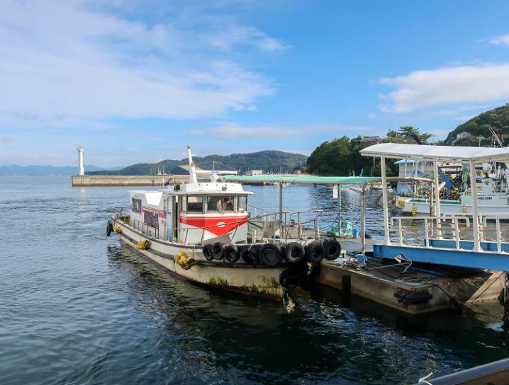 いえしま自然体験センター(西島)行きのフェリーへ乗り換え