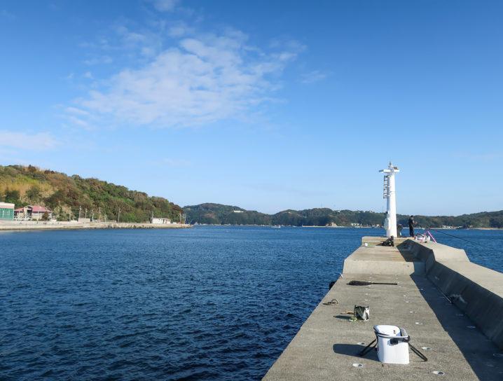 東風から強風予報なので風裏となる坊勢島の沖防波堤へ移動2