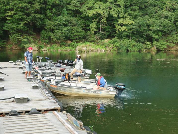 七色ダムでのレンタルボートは【BASSING-ROAD】で借りました