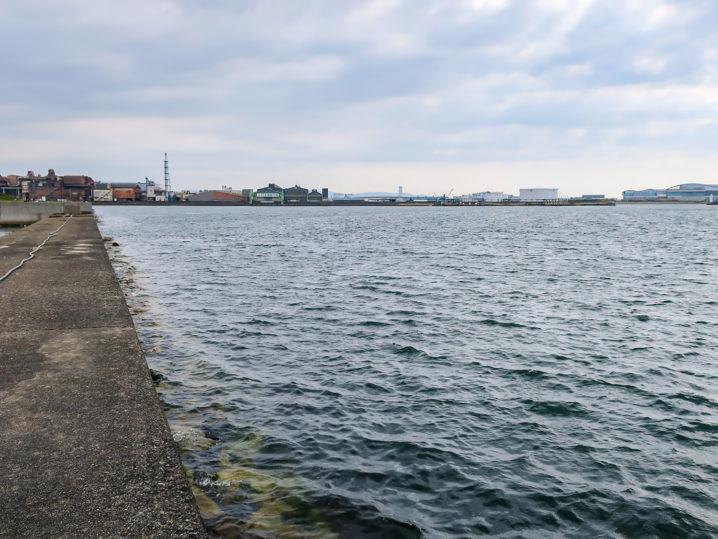中波止・南防波堤の外海側