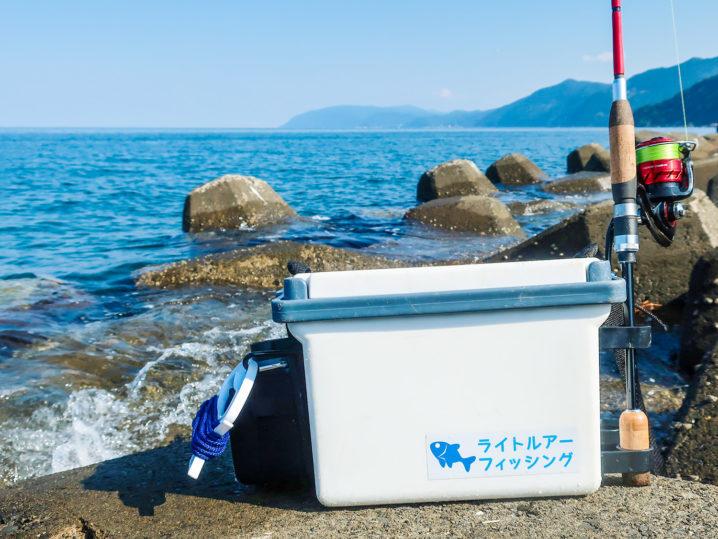 アコウ釣りに使えるロッドホルダー付き小型クーラーボックス