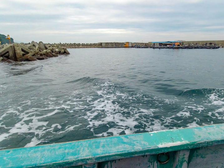 釣り筏までは船で移動